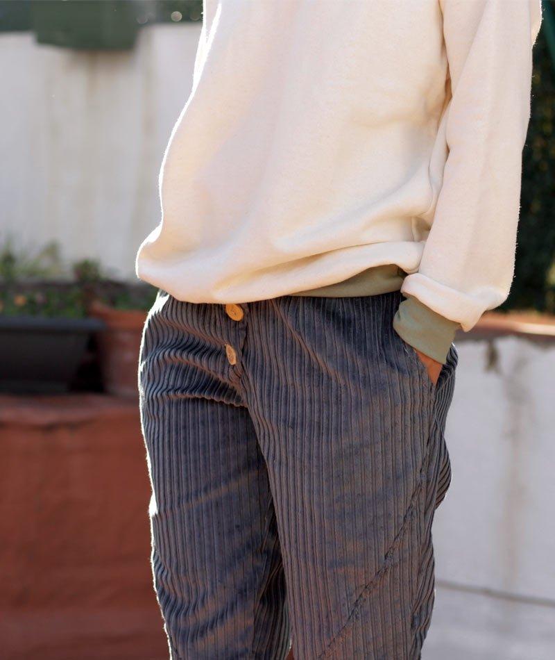 pantalón de pana de algodón ecológico fabricado en Barcelona por art and seams para the goood shop