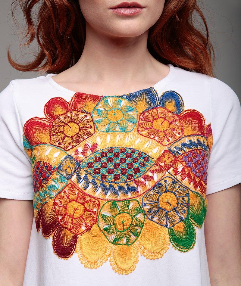 vestido bordado artesanalmente mammisi