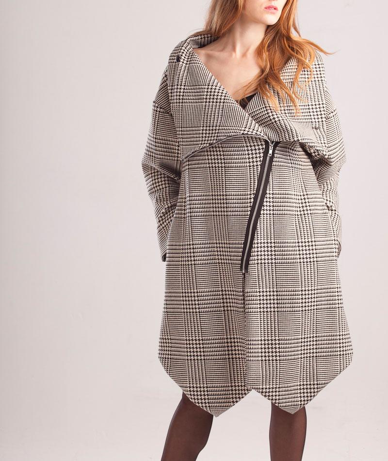 abrigo-asimetrico-cuadros