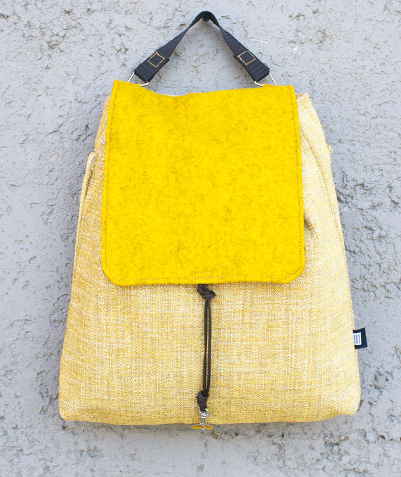 mochila-comoda-practica-amarilla