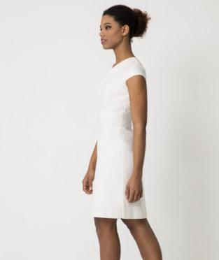 vestido blanco minimalista moda sostenible