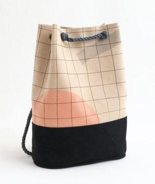 mochila hecha a mano de forma ética y sostenible