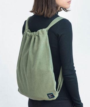 mochila verde reciclada