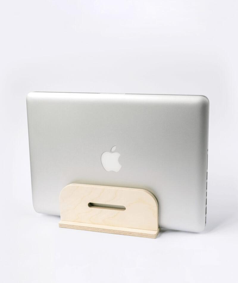 soporte de madera para guardar el portátil