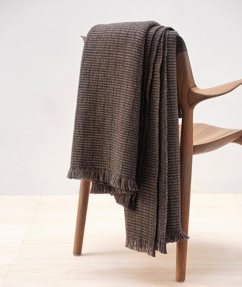 Teixidors organic wool blanket slate stone