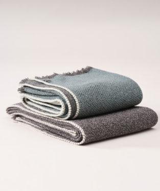 Teixidors merino wool and silk throw Urano charcoal gray