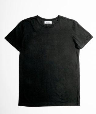 camiseta basica negra de algodón orgánico fabricada en España