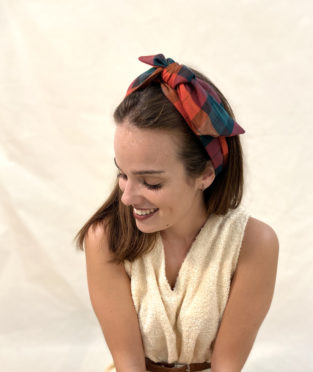turbante de cuadros hecho en Barcelona