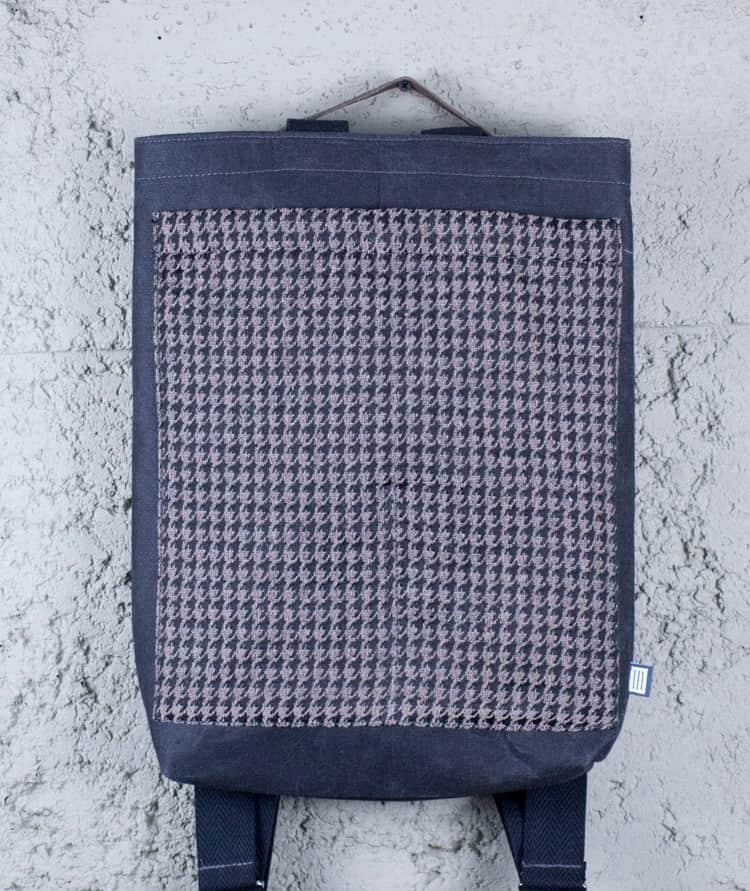 mochila doble posición upcycling hecha en España