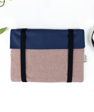 Vegan laptop sleeve red and blue with blue straps made in europe