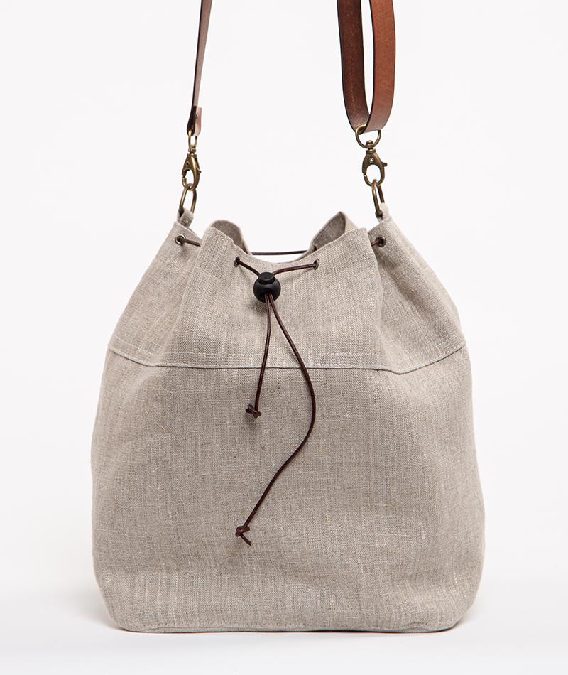 bolso de lino hecho artesanalmente en Barcelona
