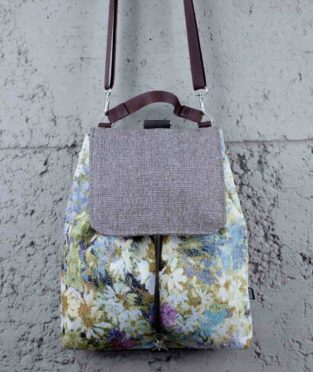 mochila upcycling flores