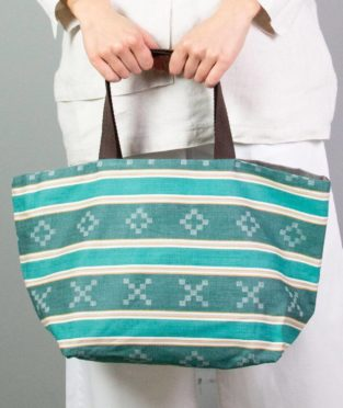 Reversible carrycot bag made in Spain with an old green mattress fabric