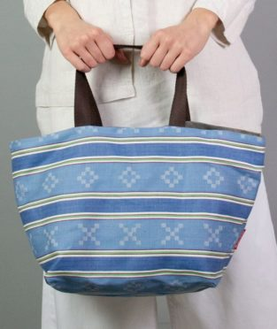 reversible-carrycot-bag-made-with-an-old-blue-mattress-fabric